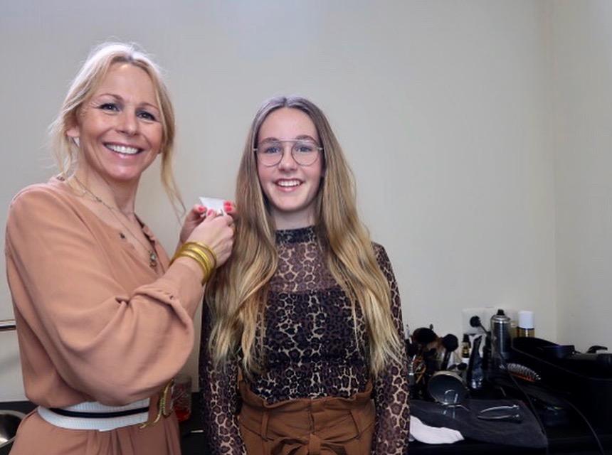 Zó maak je een feestelijke make-uplook bij je dochter
