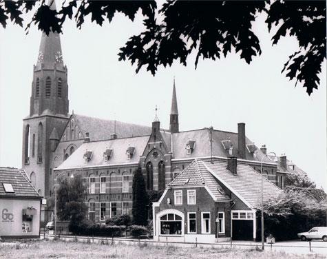 Deze afbeelding heeft een leeg alt-attribuut; de bestandsnaam is RK_SintBonifaciuskerk_gr-3.jpg